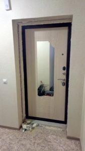 Дверь входная Ольга с зеркалом