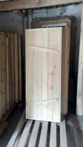Двери из массива, двери для бани
